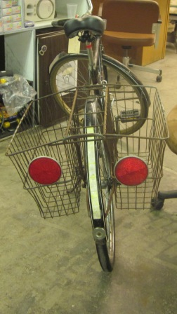 schwinn racer with basket with five inch reflectors